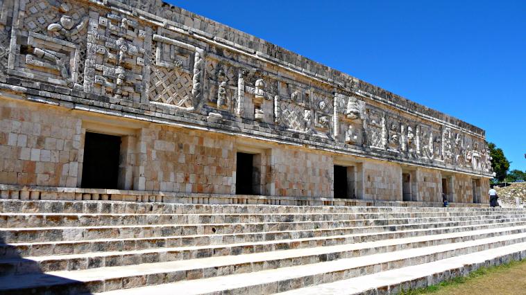 El cuadrángulo de las monjas es otro de los edificios más emblemáticos de Uxmal. Se lo llamó así porque su estructura recuerda la de un convento.