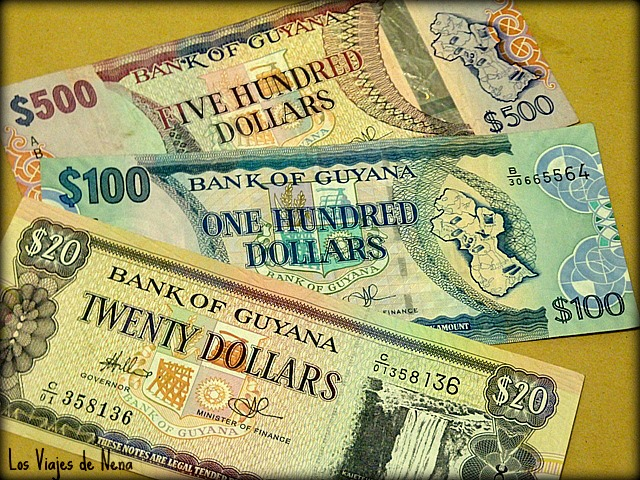 dinero dolares guyana