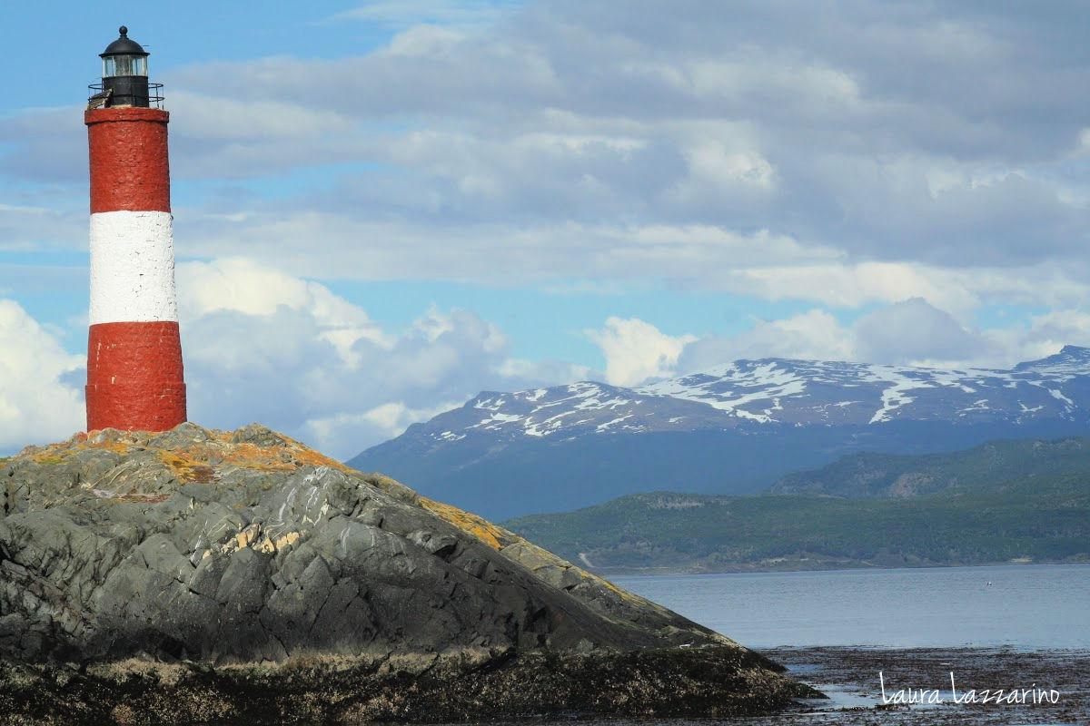 """El famoso faro Les Eclaireurs, conocido como """"Faro del fin del mundo"""" es una de las vistas más típicas de Ushuaia"""