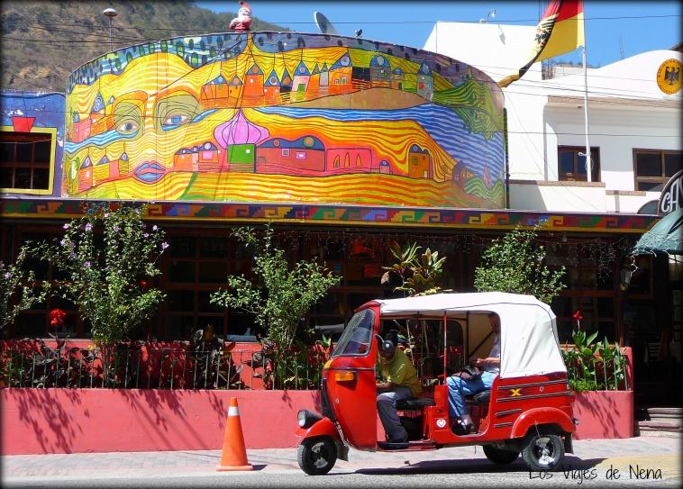 Los tuc tucs son la mejor manera de moverse dentro de las ciudades pequeñas, al viajar a Guatemala