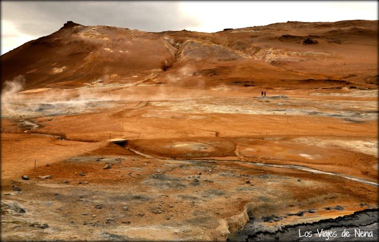 fuentes geotermales en paisajes de islandia