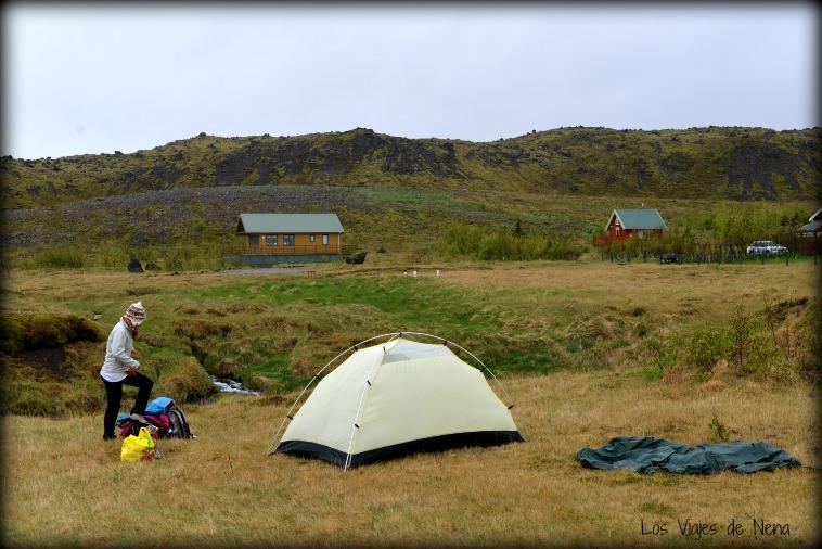 Acampar es un buen consejo para viajar barato a Isla