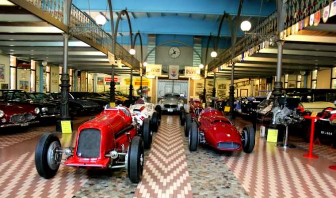 museo del auto estancia hombre