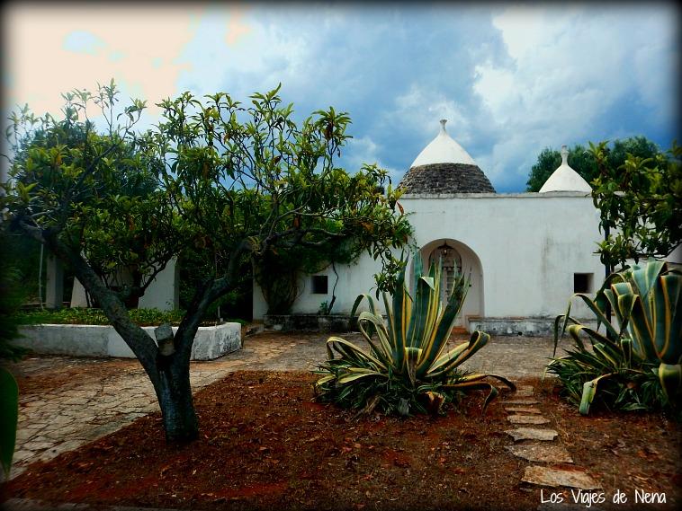 Esta es la casa de Fabio, un amigo-lector que nos hospedó en Ostuni. Como ven, conservan los trullis originales.