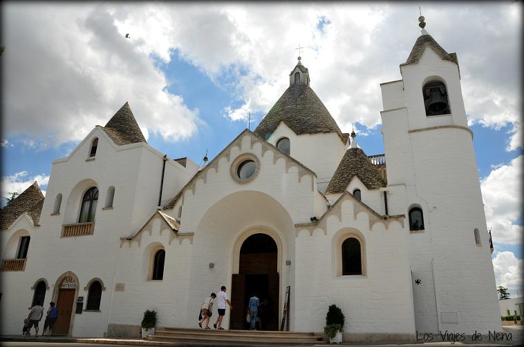 catedral de alberobello trullis en salento puglia