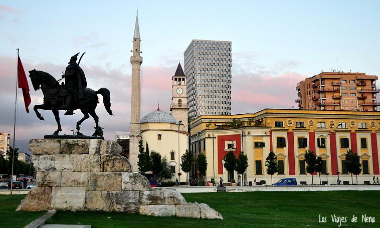 plaza skanderbeg tirana