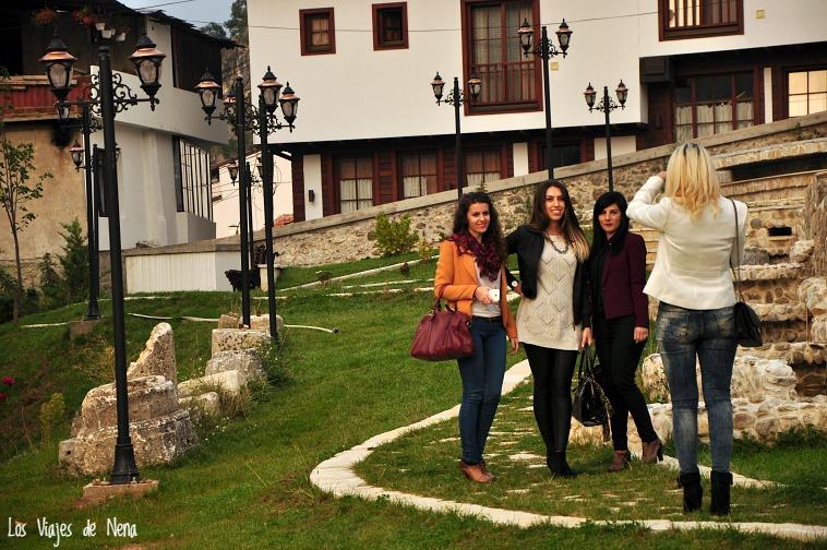 chicas de kosovo