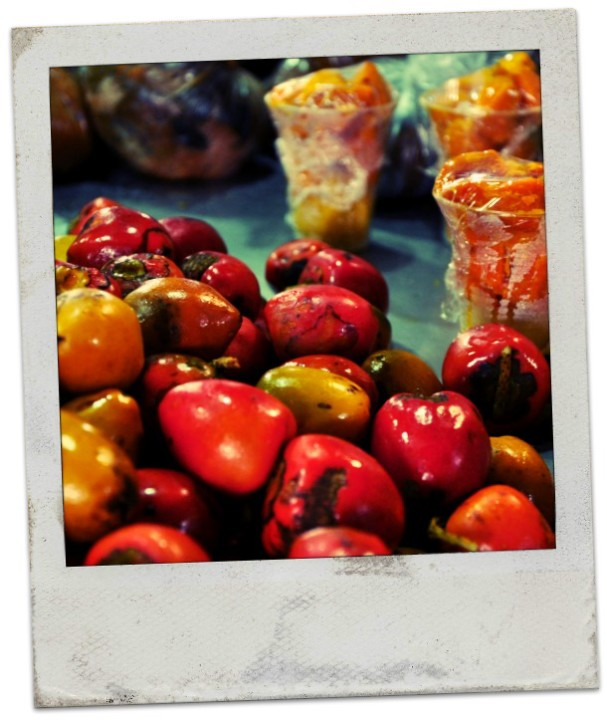 El chontaduro es una fruta típica del sur de Coolombia, que por sí sola no dice mucho. Es bastante seca y pastosa. Ahora, agréguenle miel y sal, y después me cuentan...