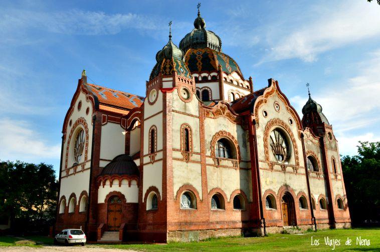 La Sinagoga de Subotica es mi construcción preferida. Aunque fue levantada en el año 1902, y es la única sinagoga en toda Europa que contiene elementos de Art Nuveau. Tiene una capacidad para 1600 personas.