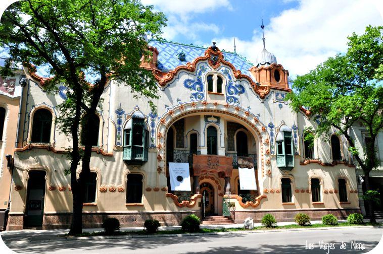 El azar nos llevó a pasear por lugares como este. Subotica está al norte de Serbia, y su City Hall es una de las 7 maravillas de Serbia.