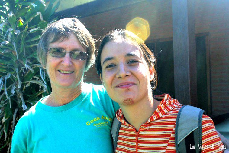 Acá, en Paraguay, con mi picadura de araña y mi nueva amiga