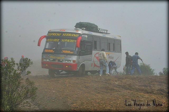 En Bolivia, una de las pocas veces que nos subimos a un colectivo, y casi terminamos barranca abajo. Nunca más.