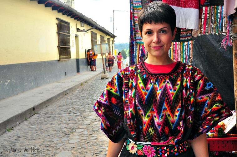 Gaía, probándose vestimenta típica maya, Si quieren saber el significado de los motivos, en el video se los cuento. Son pequeños detalles que pasan desapercibidos si nadie te los explica!