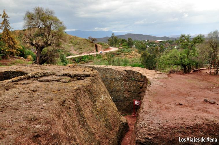 Pasillos cavados en piedra