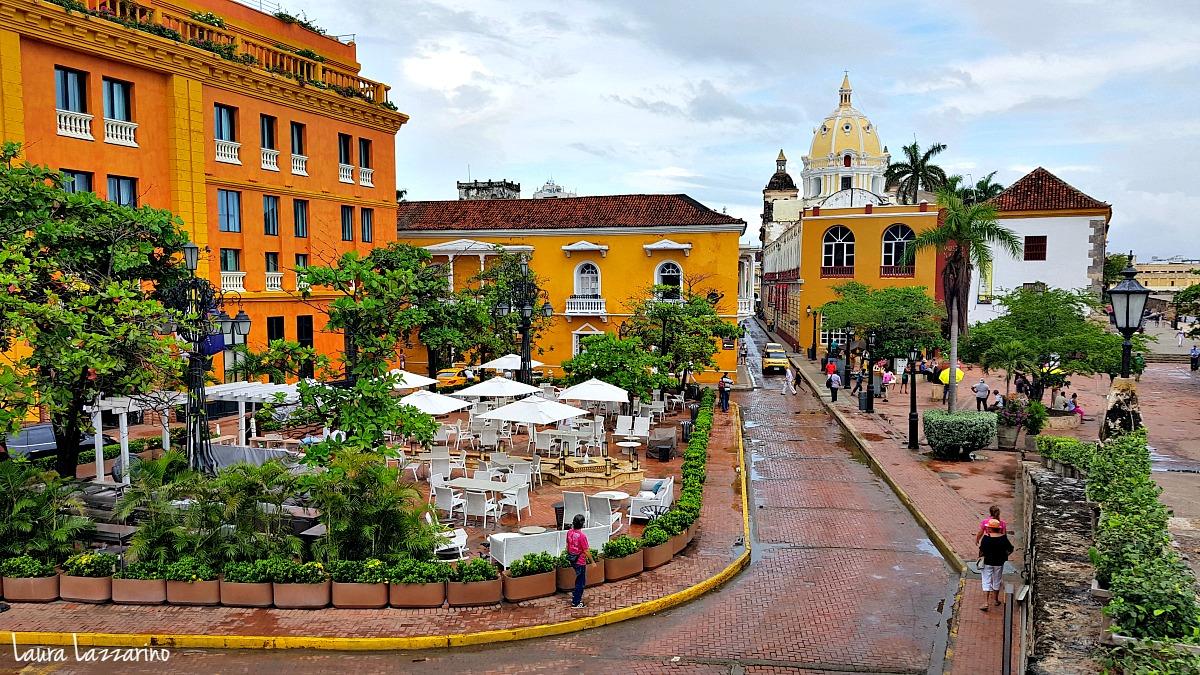 para viajar a Cartagena, siempre es más recomendable hacerlo en avión.