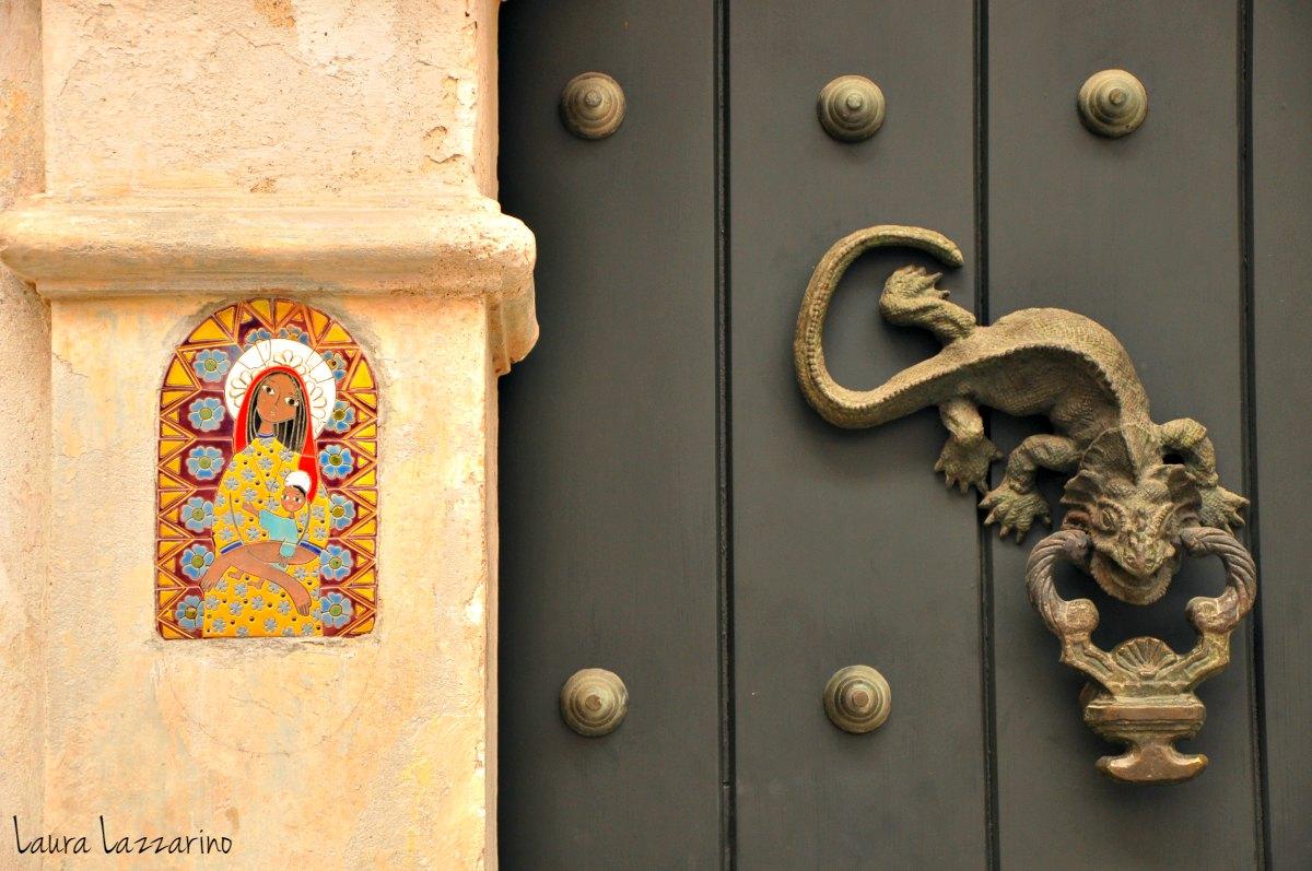 Los aldabones son uno de los atractivos del centro histórico de Cartagena