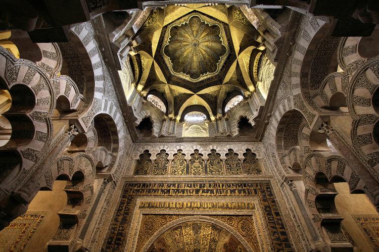 La Mezquita de Córdoba, actualmente Catedral, es testigo del paso de la historia, y eso la convierte en un imperdible.