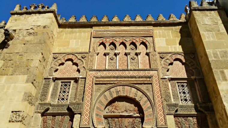 Existen todavía en toda España solo tres sinagogas anteriores a la expulsión de los judíos en 1492, la de Córdoba es una de ellas y la única en toda Andalucía.