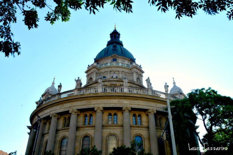 La Basílica de San Esteban es la iglesia más grande de la ciudad lo que la convierte en un imperdible de Budapest.