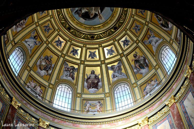 Vistas del interior de la cúpula de la Basílica de San Esteban, uno de los imperdibles de Budapest.